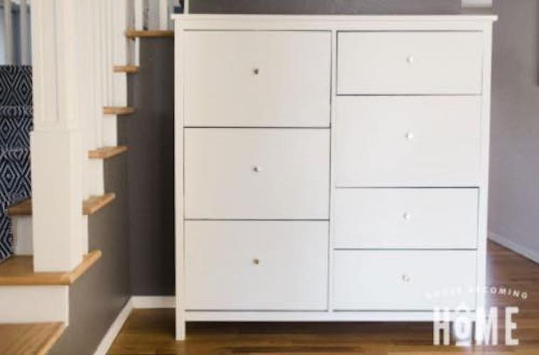 Free plans to build a Shoe Cabinet.