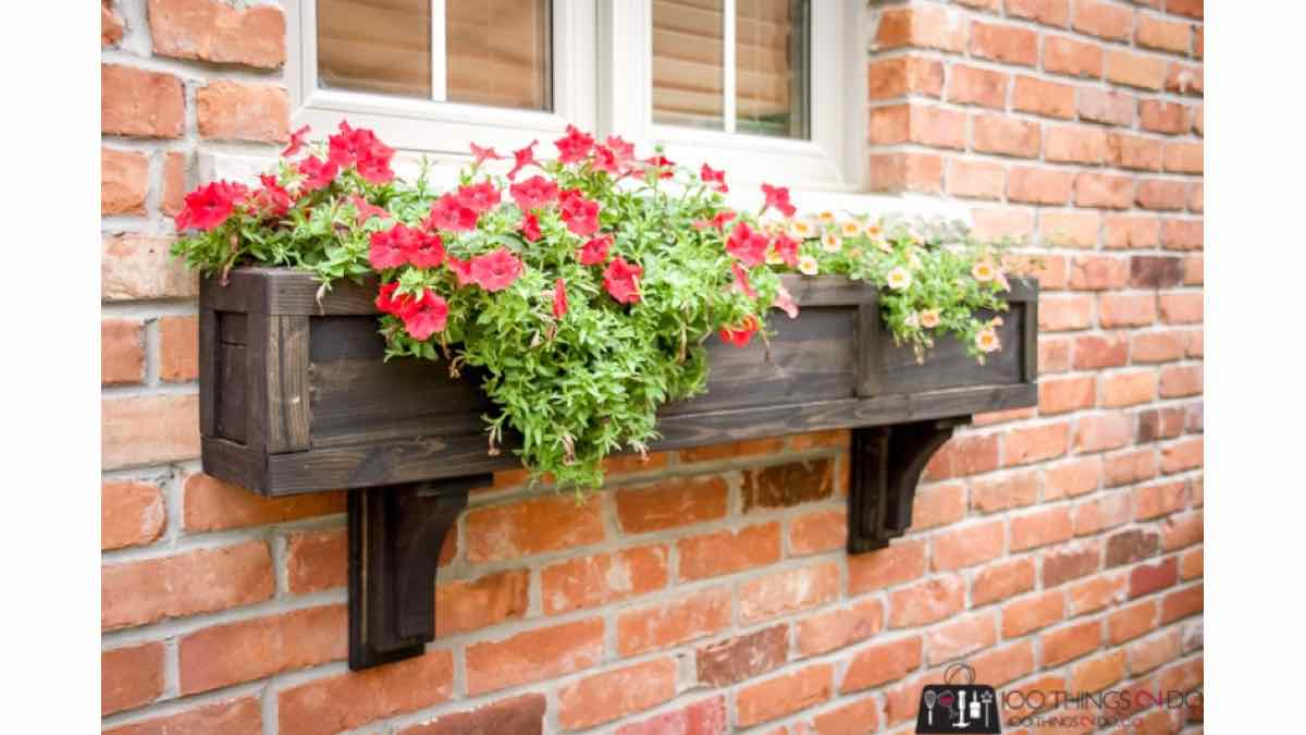 How to build a pretty window box.