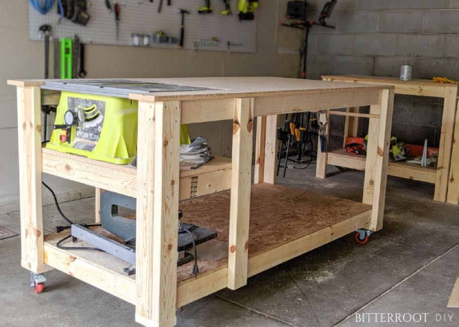 Free woodworking plans to build a tablesaw workbench.