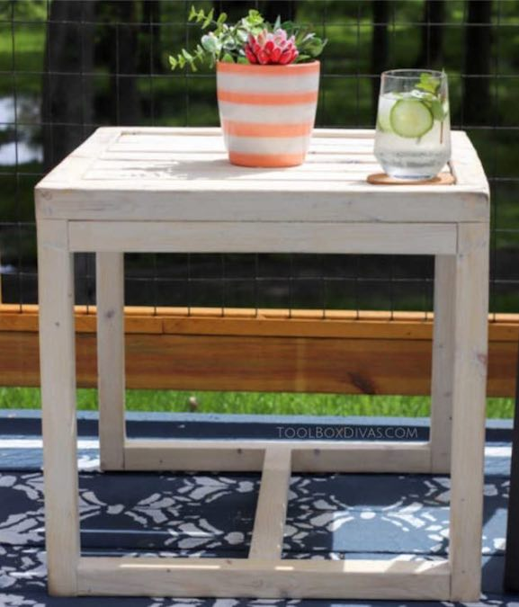 Free plans to DIY Outdoor Side Table.