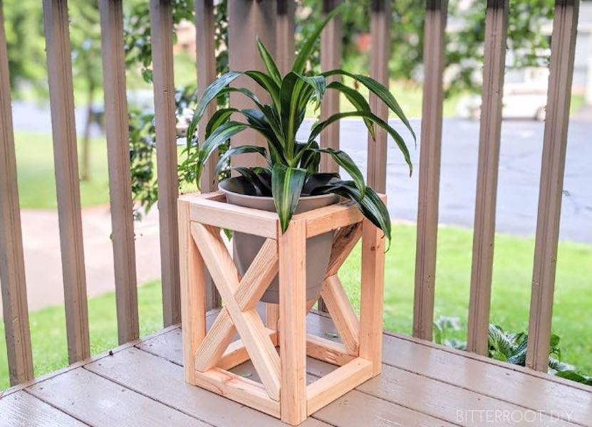 Free plans to build a Plant Stand With X.