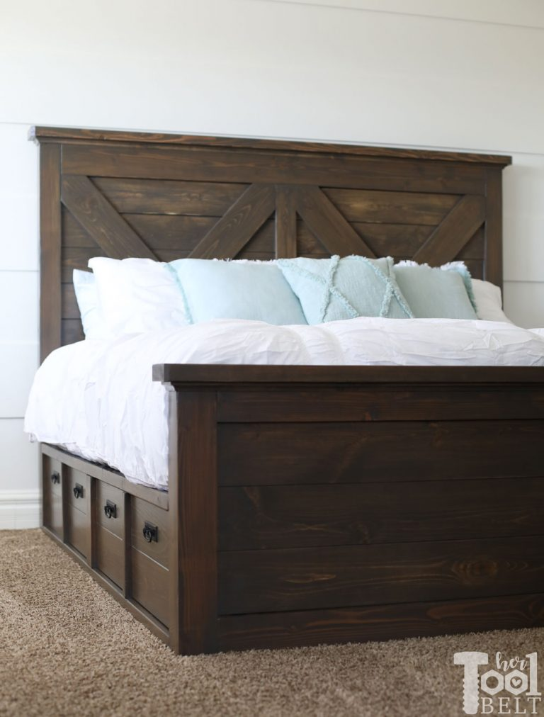 Free plans to build a King Size Farmhouse Bed.