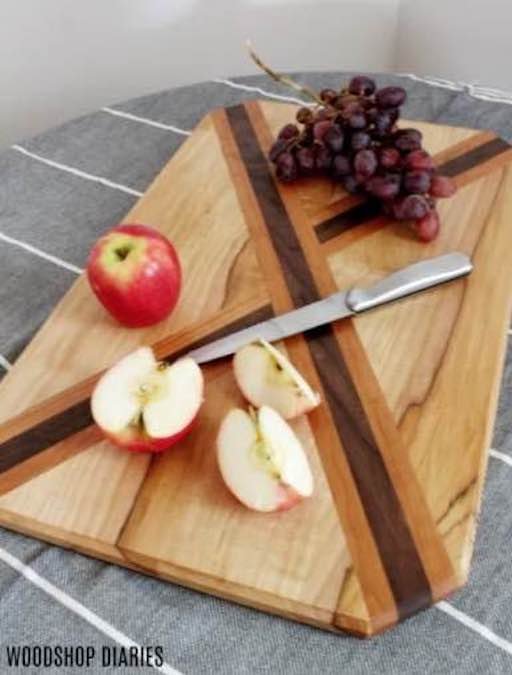 Free plans to build a Cutting Board from Scrap Wood.