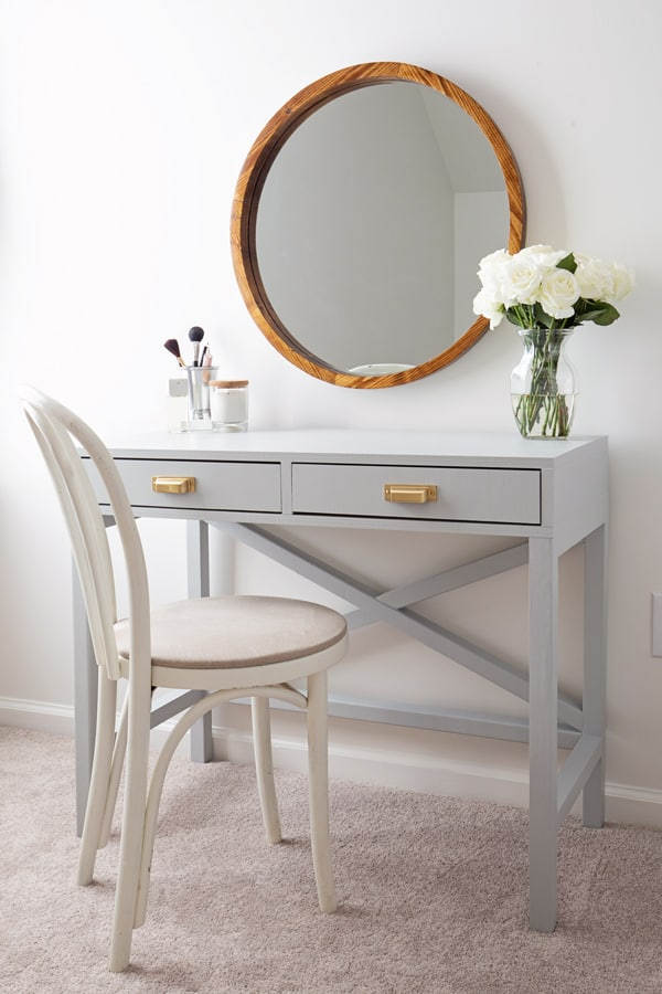 DIY Plans to make a Vanity Table.