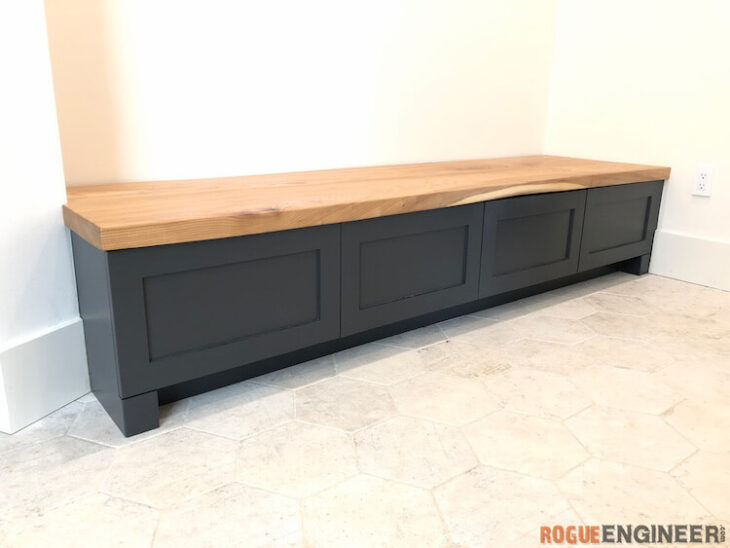 Free plans for a Mudroom Built In Bench.