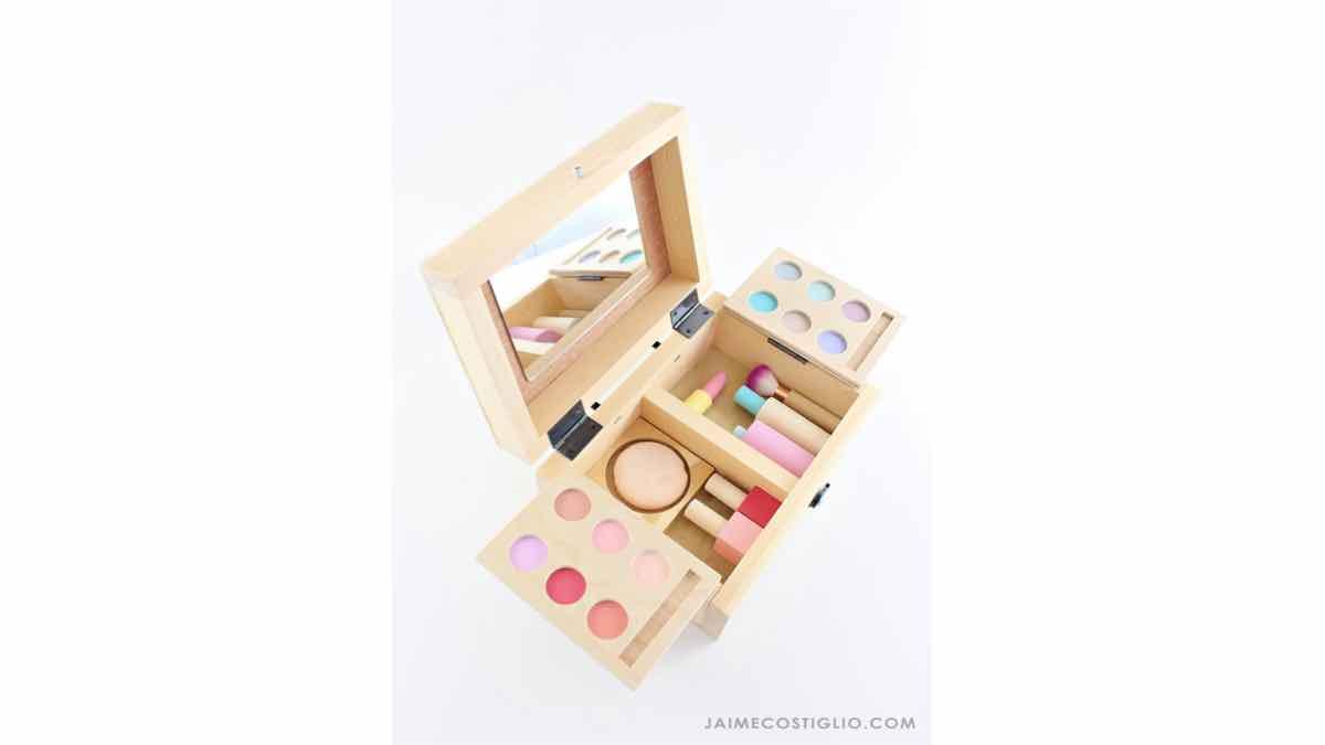 free woodworkin gplans, kids play toys, makeup kit set