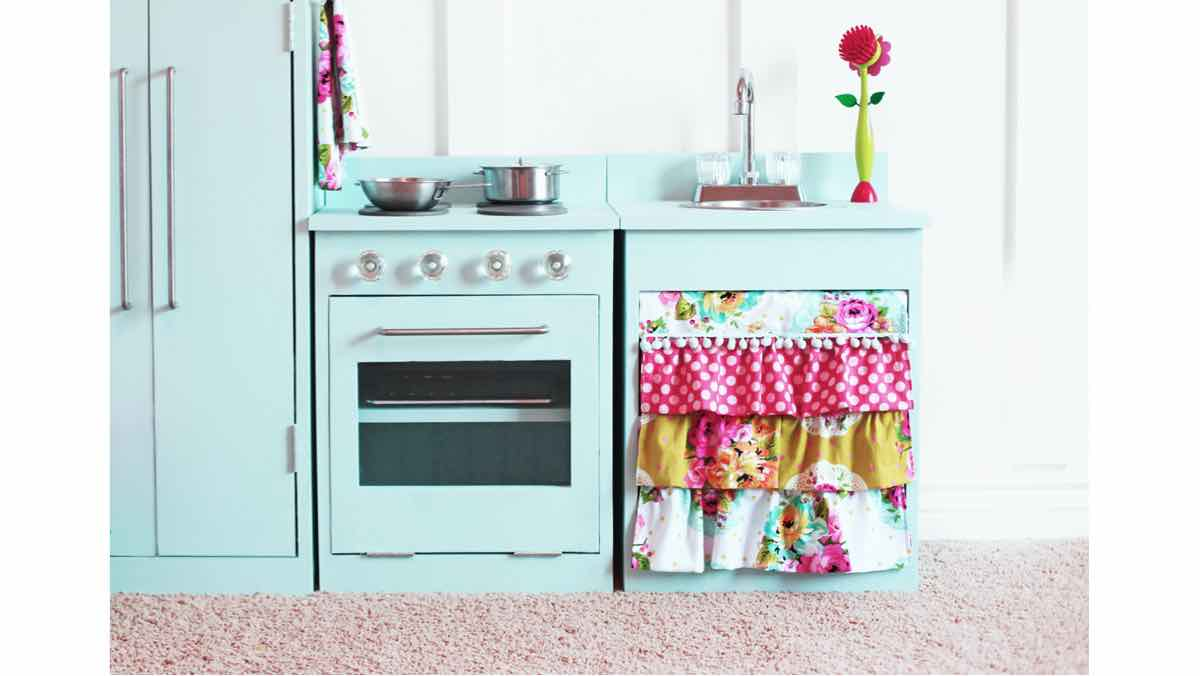 Free woodworking plans, diy plans, childrens kitchen and stove, play toys