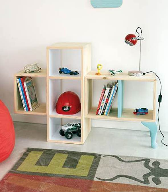 Free plans to build a Childrens Bookshelf.