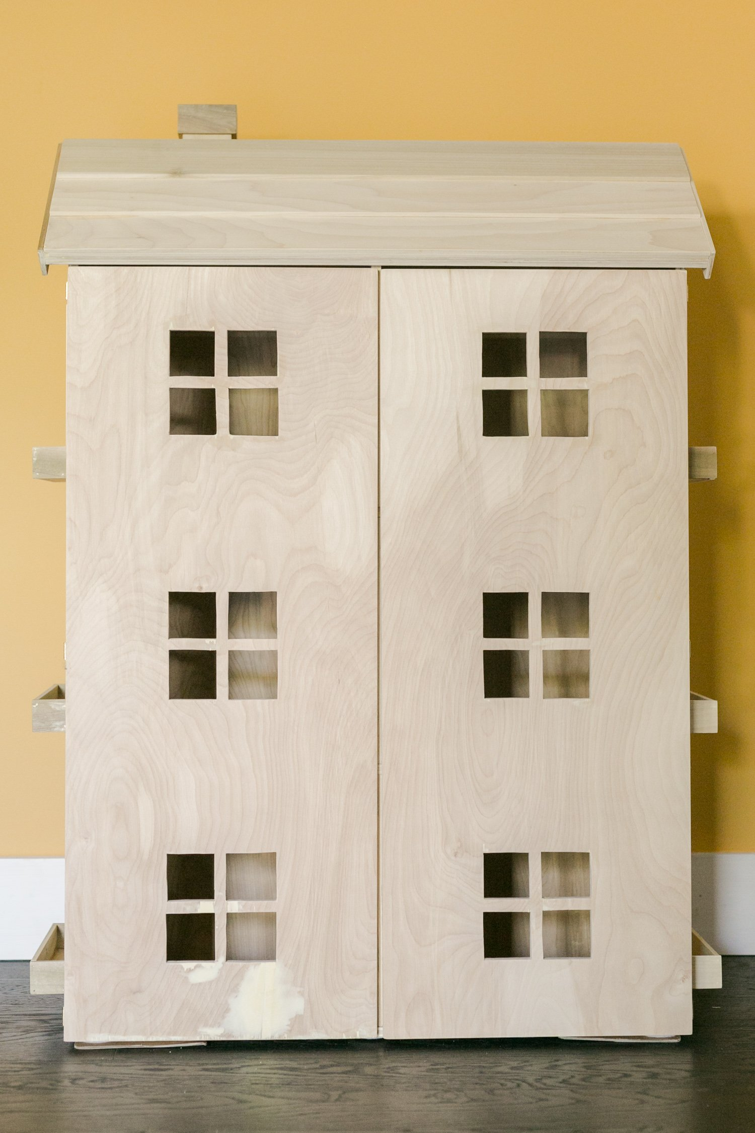 Free Project Plans to Build a Dollhouse That Opens