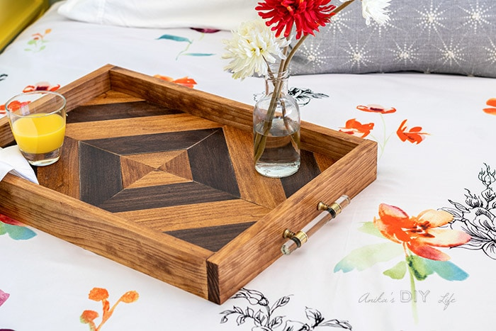 Free DIY projects to make a wooden serving tray.
