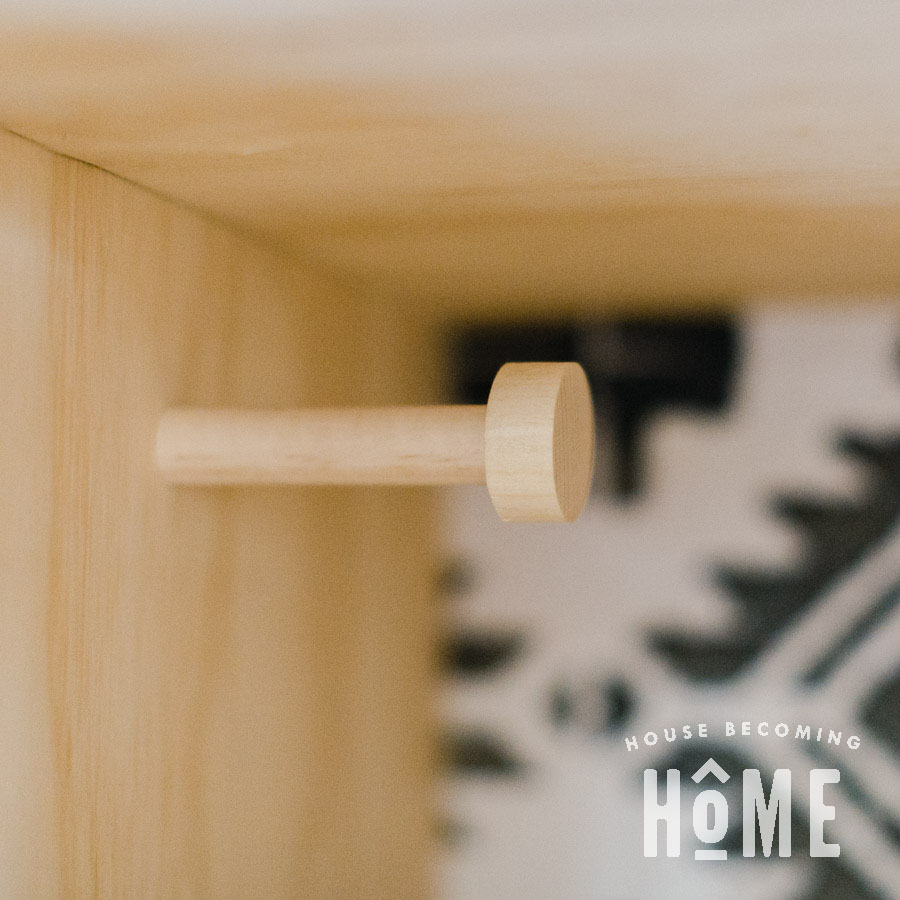 Free plans to build a wooden coat hook.