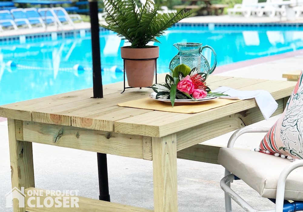 Outdoor Table Free DIY plans.
