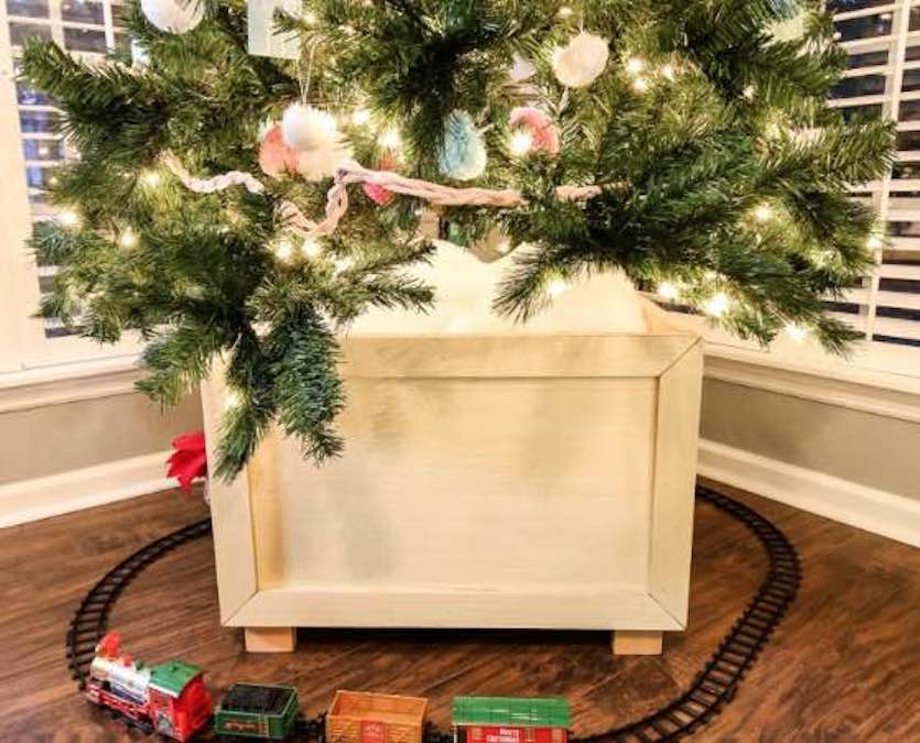 Free plans to build a Christmas Tree Box Stand.