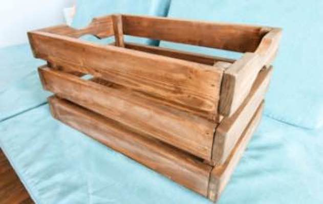 Free woodworking plans to Build a Crate.