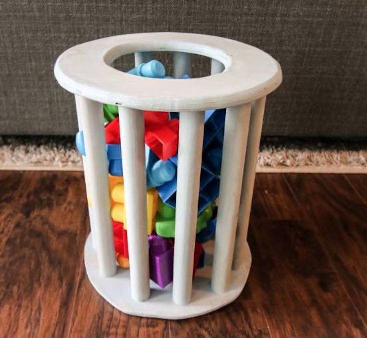 Free instructions on how to build a Mega Bloks Toy Holder.