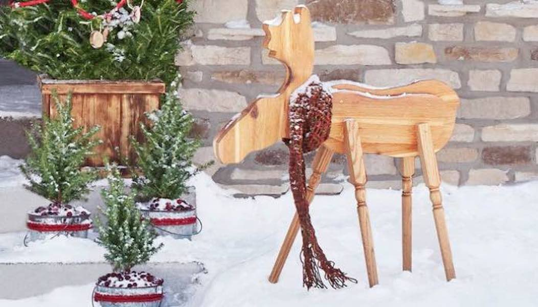 Free plans to build a Moose Holiday Decoration.