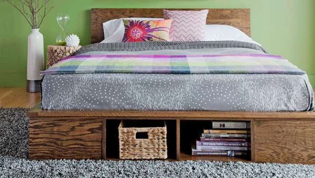 Free woodworking plans to build a Platform Bed.