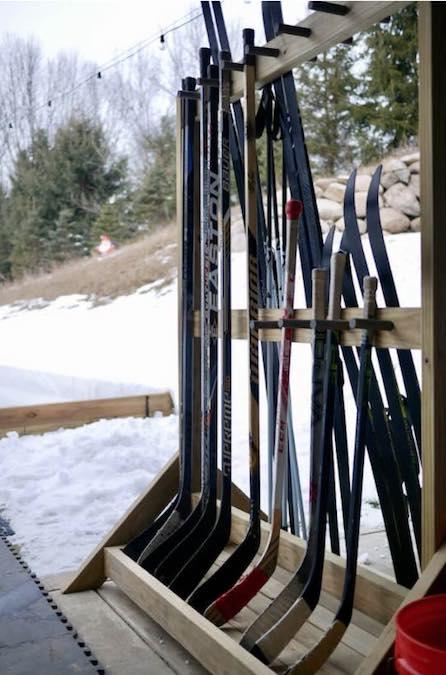 Free plans to build a Skis/Hockey Stick Rack.
