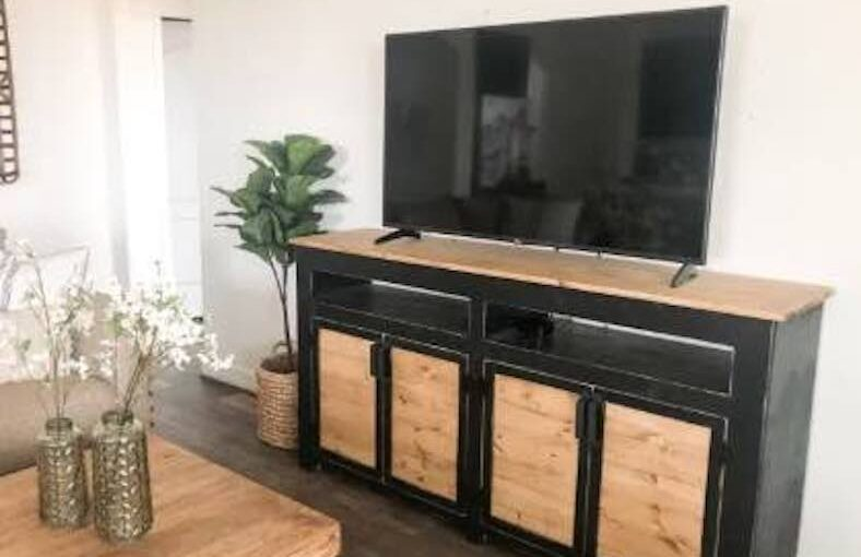 Free woodworking plans to build a Media Console.
