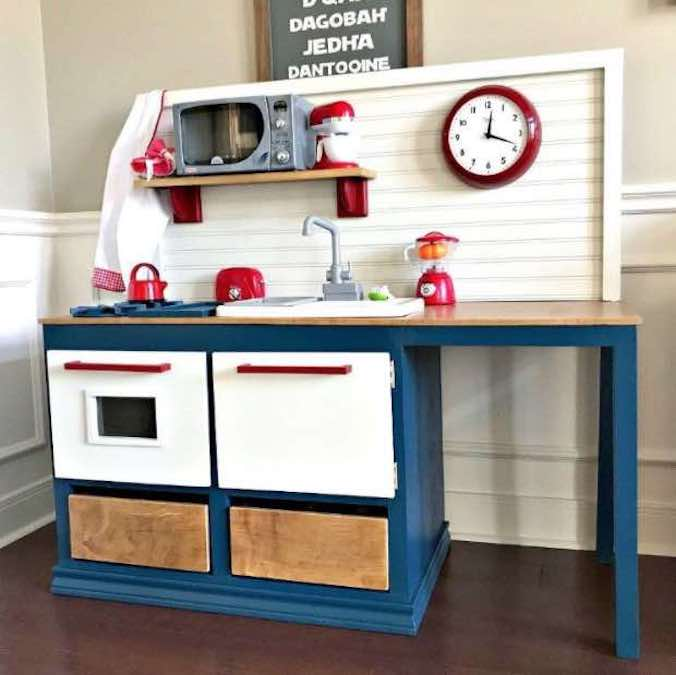 Free plans to build a Kids Play Kitchen.