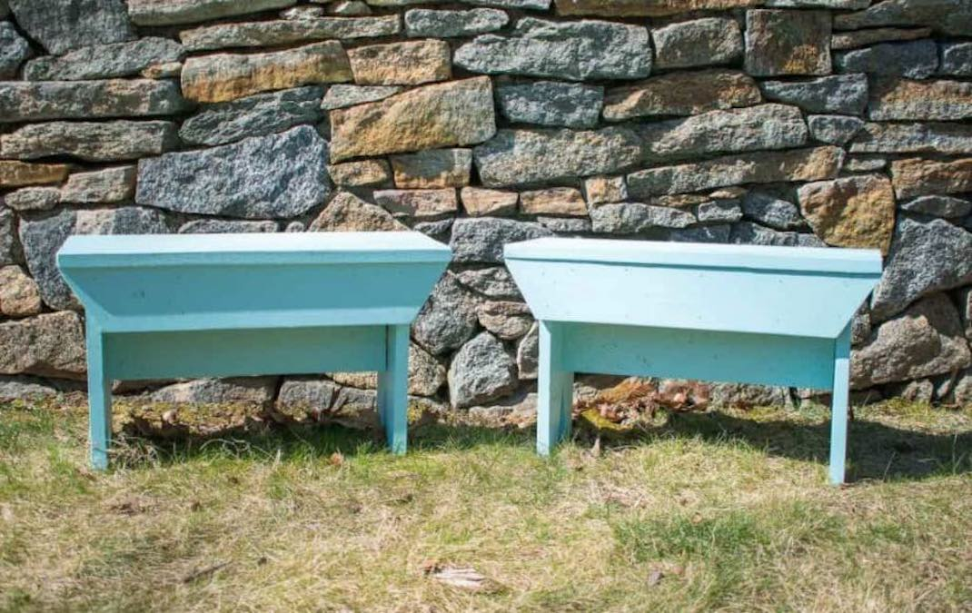 Free plans to build a Rustic Wooden Bench.