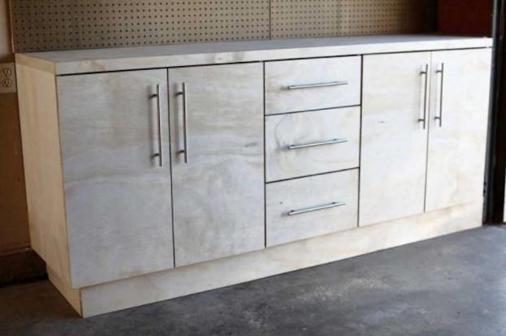 Free plans to build Garage Cabinets with Drawers.