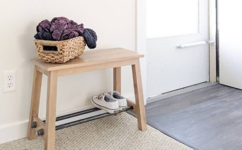 Free plans to build a small Entryway Bench.