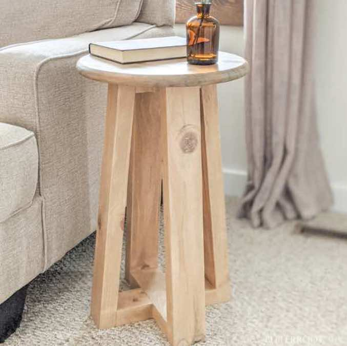 Build an End Table Farmhouse Style with free plans.