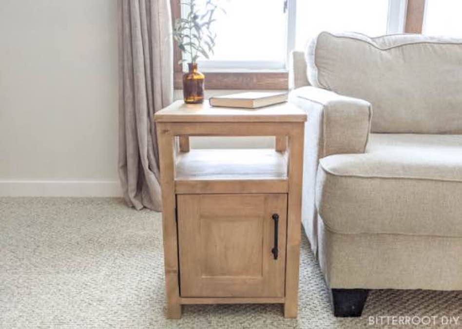 Build a Shaker Style End Table with free plans.