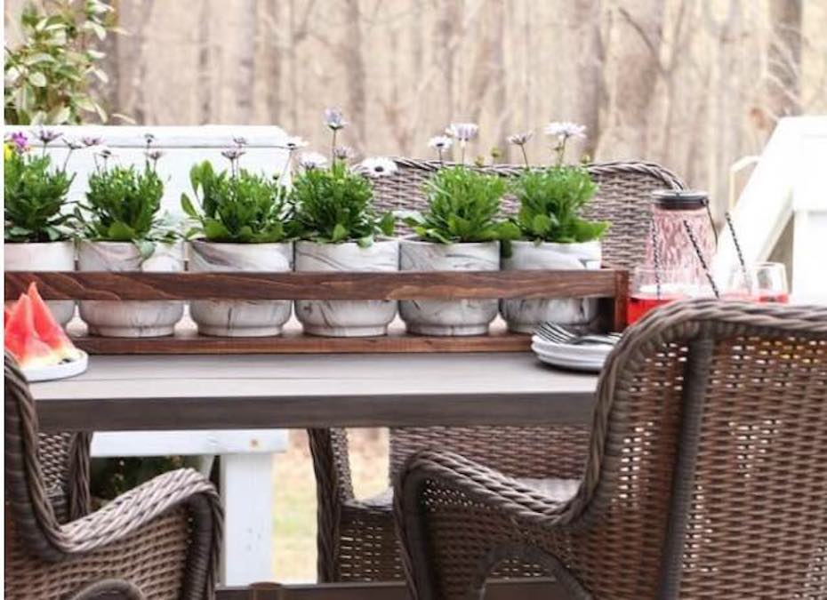 Free plans to build a Plant Holder.