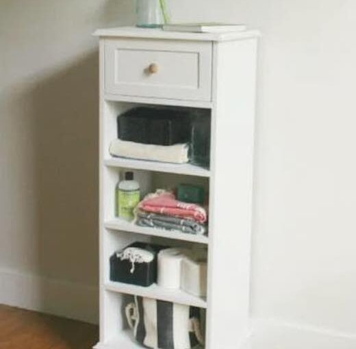 Free plans to build a Linen Shelf Cabinet.