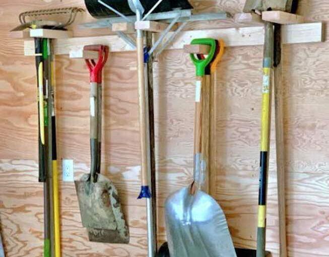 Free plans to build Garden Tool Storage.