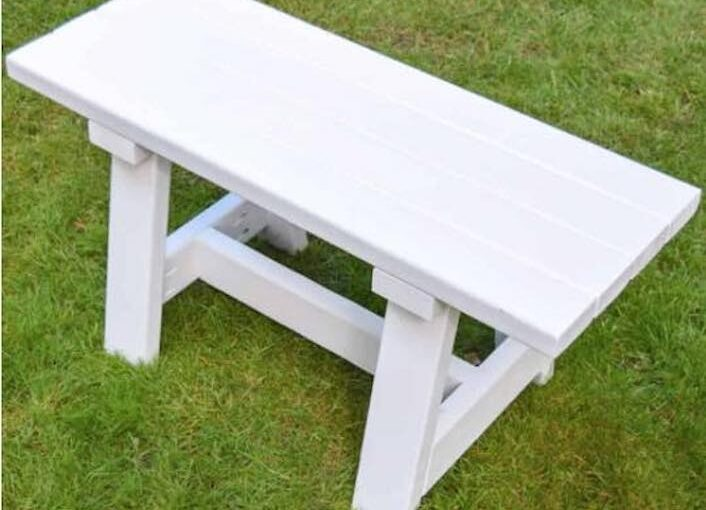 Free plans to build a Small Farmhouse Bench.