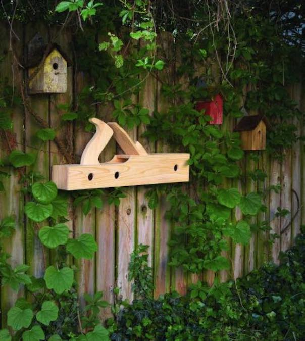 Free plans to build an Old Plane Birdhouse.