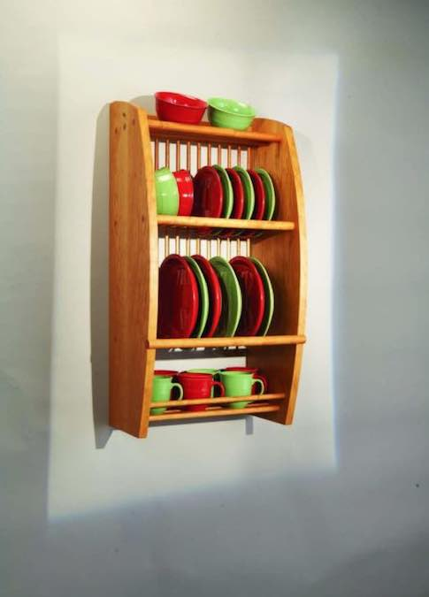 Free plans to build a Wall-Mounted Plate Rack.