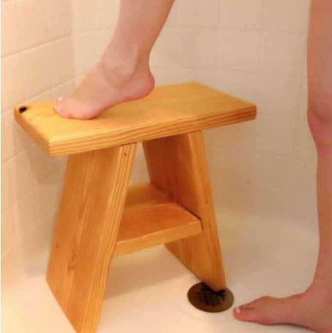Free plans to build a Wooden Shower Stool.