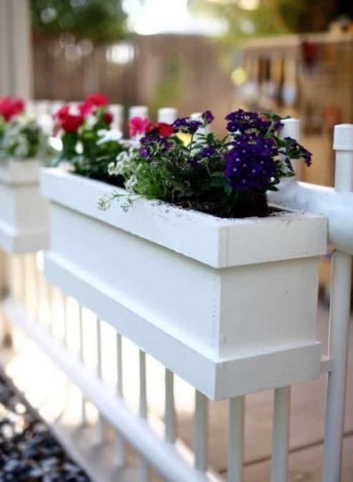 Free plans to build Railing Planter Box.