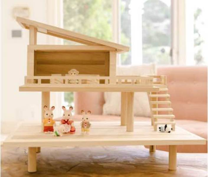 Free plans to build a Treehouse Dollhouse.
