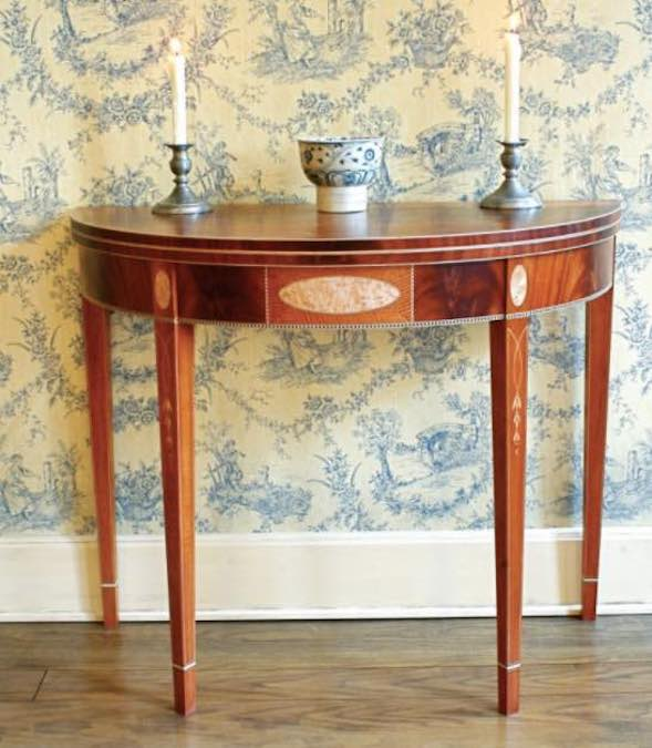 Free plans to build a Portsmouth Card Table.