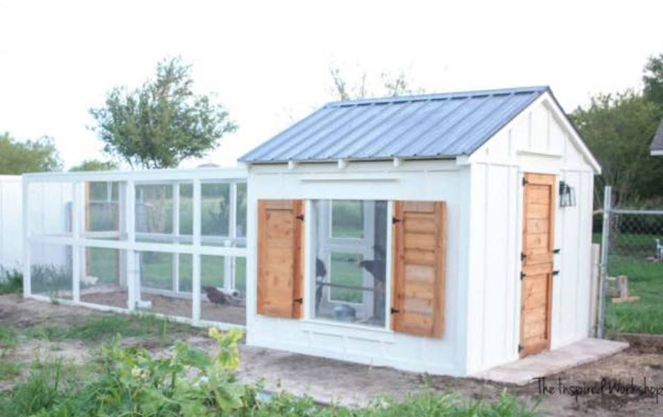 Free plans to build a large chicken coop.
