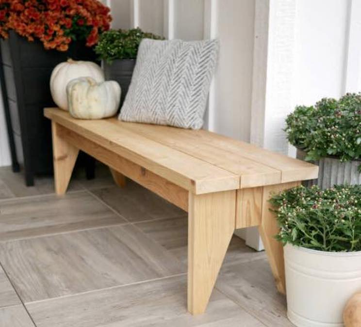 Free plans to build an DIY Outdoor Bench.