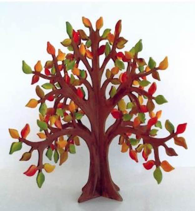 Create an Autumn Tree On The Scroll Saw with free pattern.