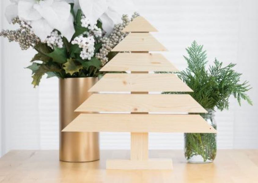 Free plans to build a Wooden Christmas Tree.