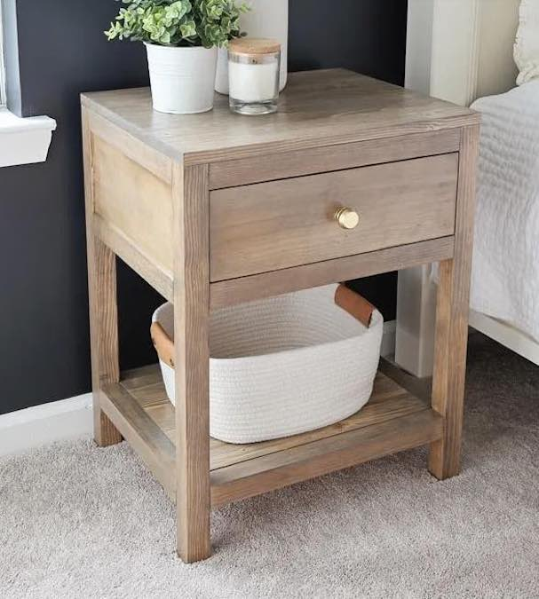 Free plans to build a Nightstand With A Drawer.