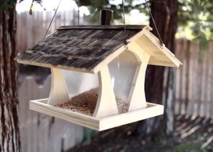Free plans to build a DIY Bird Feeder House.
