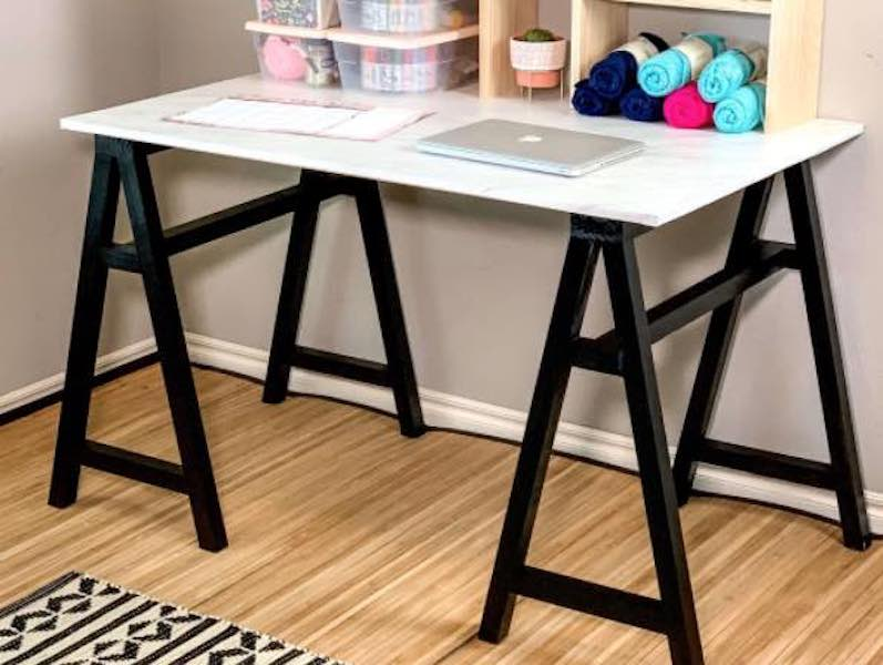 Free plans to build a DIY Sawhorse Desk.