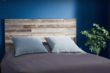 Free plans to build a Recycled Wood Headboard.