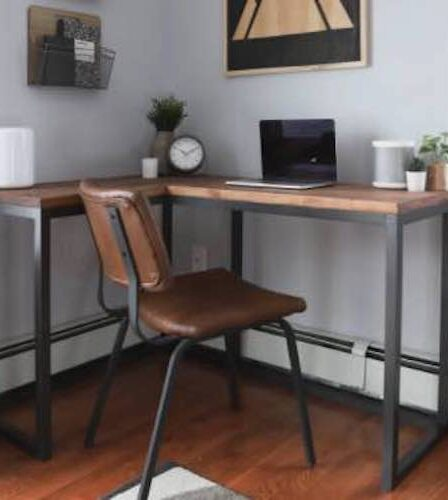 Free plans to build a corner desk for your home office.