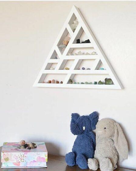 Free plans to build a Triangle Display Shelf.