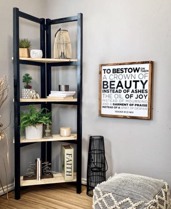 Free woodworking plans to build a Ladder Bookcase shelving unit.